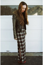 gray gifted Sway Chic skirt - ruby red Jeffrey Campbell boots