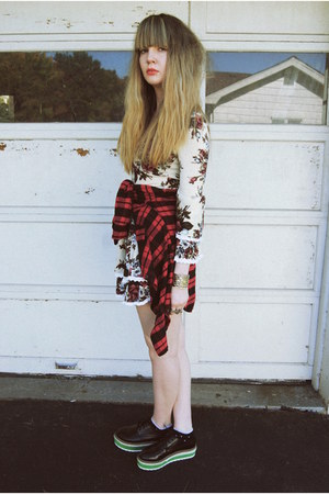 red thrifted shirt - black wholesale-dressnet shoes