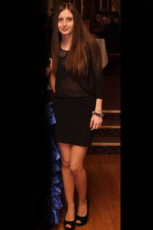 black random shirt - black H&M skirt - black Amelly heels