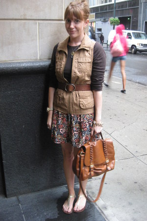 Forever 21 skirt - H&M bag - Old Navy vest