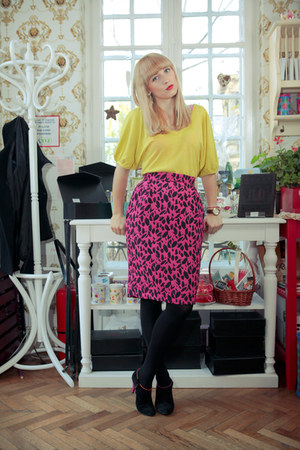 Eugenia Enciu skirt - coca zaboloteanu boots - Zara blouse - vintage earrings