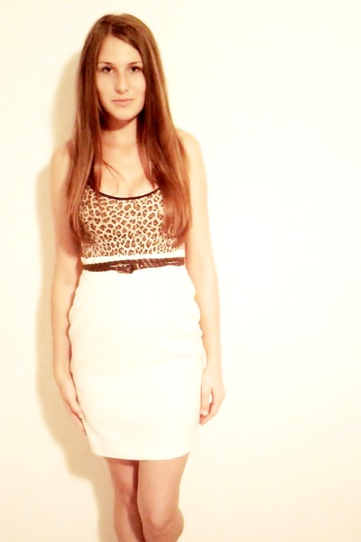 Animal print top top - beige skirt - brown belt