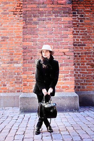 neutral Bik Bok hat - black shoes - black coat - black bag