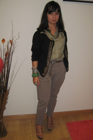 Zara pants - Zara blouse - Zara clogs - La Redoute jacket - vintage accessories