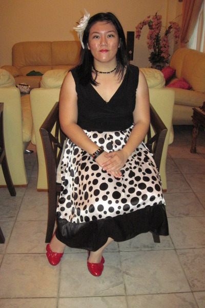 Accessories for black and white dresses