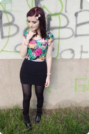 H&M t-shirt - H&M skirt - Peacocks boots - Primark