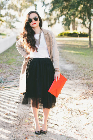 black tulle skirt skirt - red clutch Angela &amp; Roi bag - white tee JCrew t-shirt