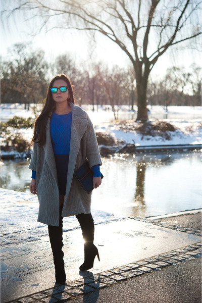 blue cropped Express sweater - black sam edelman boots