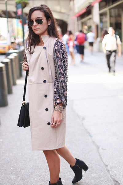 dark khaki trench ann taylor jacket - black ankle boots Vince Camuto boots