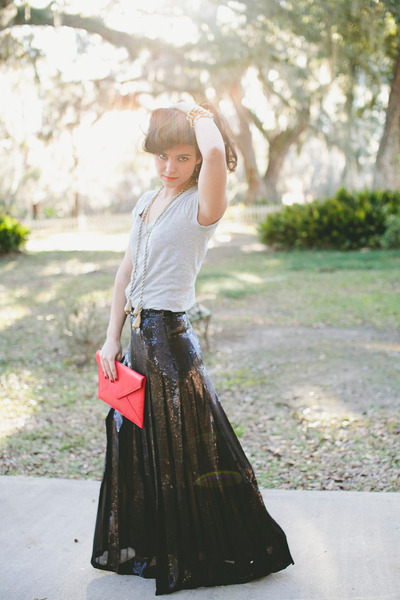 black sequined BCBG skirt - red clutch Angela & Roi bag
