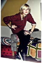 red H&M blouse - black leggings - black fake converse shoes - silver asos neckla