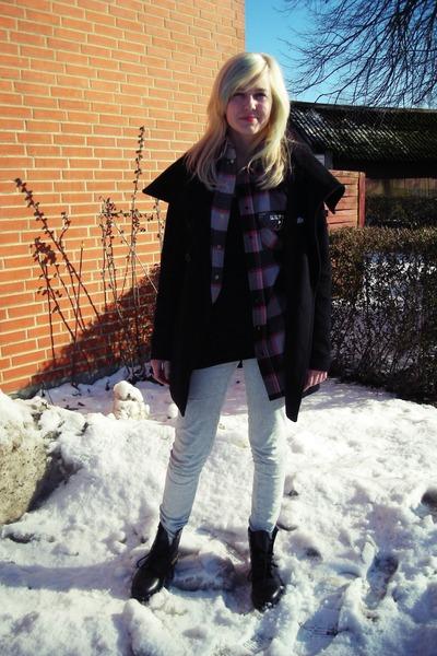 black Dr Martens - gray asos shirt - white h&m divided leggings - black Vero mod