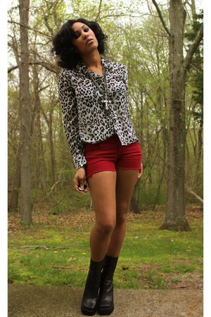 heather gray leopard print thrifted top - black thrifted Candies boots