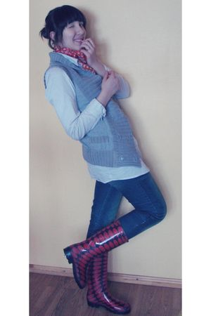 black boots - blue second hand jeans - white blouse - silver second hand vest -