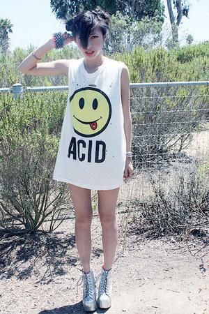 acid muscle tee UNIF t-shirt - H&M socks - silver litas Jeffrey Campbell heels