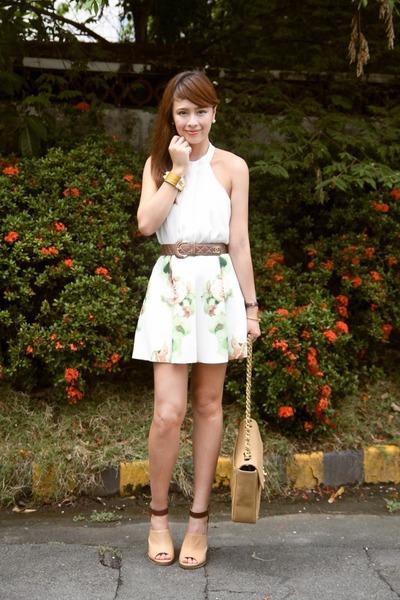 camel GoJane shoes - camel Chanel bag - off white Forever 21 top