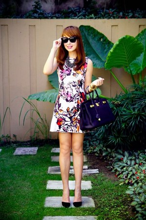 bubble gum floral Mango dress - black leather tote bag