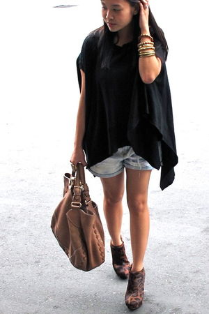 black cannot remember blouse - blue Zara shorts - brown Gucci bag - brown virtua