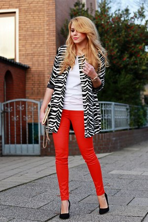 black bcbg max azria shoes - black zebra Choies coat - ruby red H&ampM jeans