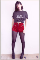 black acdc vintage shirt - red velvet UNIF shorts
