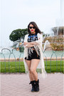 Akira-shorts-ray-ban-sunglasses-zara-cape-forever-21-t-shirt