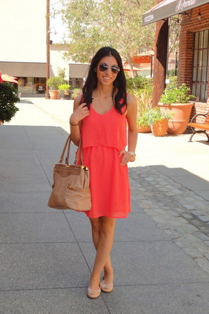 salmon Joa Closet dress - bronze olivia &amp; joy bag - ray-ban sunglasses
