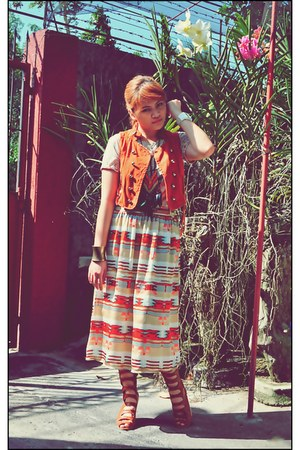 Forever21 skirt - Trunk Show boots - Topshop shirt - Dulci Project vest