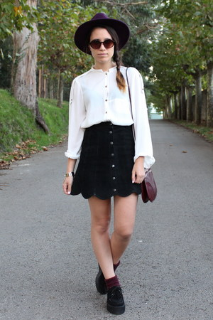 maroon vintage purse - puce H&M hat - white Zara shirt - black vintage skirt