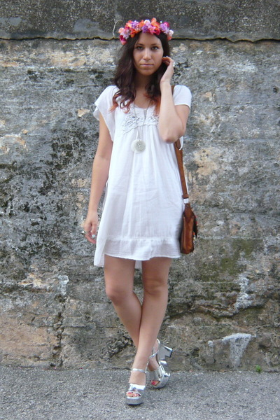 white Zara dress - bubble gum Dayaday hair accessory - silver Zara sandals