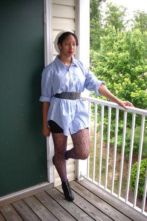blue shirt - black shoes