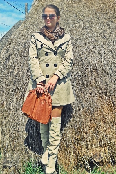 beige jacket - beige boots - light brown scarf - bronze BLANCO bag