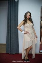 neutral No1 dress - dark gray heels