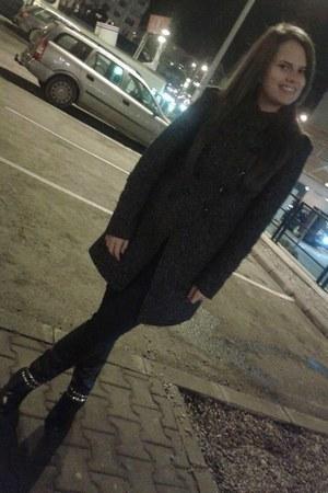 charcoal gray Zara coat - black random brand boots - black Stradivarius pants
