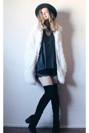 H&M boots - c&a coat - vintage hat - H&M sweater - Mango pants - H&M necklace