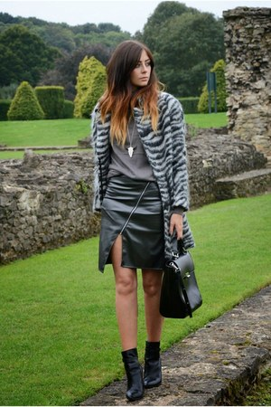 silver H&M coat - black wedge ankle Kurt Geiger boots - black Zara bag