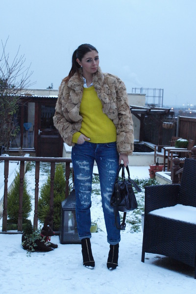 black Zara boots - tan vintage coat - navy Zara jeans - black balenciaga bag