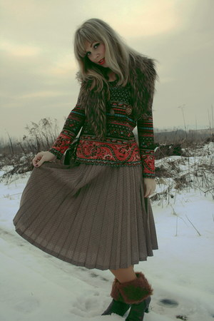 light brown vintage skirt - Moda Plus top - vintage