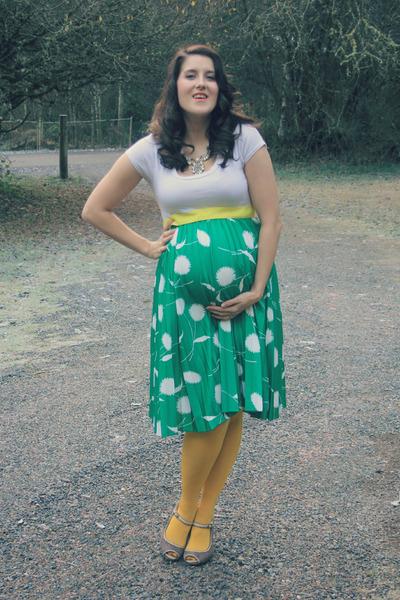 turquoise blue vintage skirt - white Target shirt - yellow Target tights