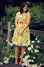 Yellow-floral-print-thrifted-dress-carrot-orange-abstract-print-thrifted-scarf