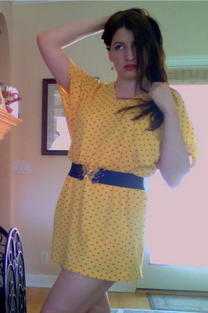 yellow vintage dress - blue thrifted belt