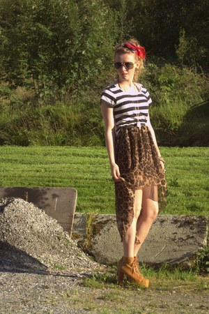 brown asymmetrical Ebay skirt - white cropped GINA TRICOT top - camel Ebay heels