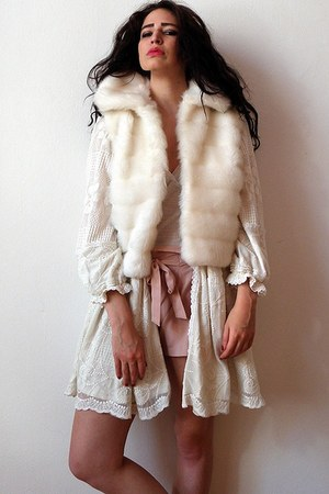 white faux fur gilet vintage vest - off white Almost Famous jacket