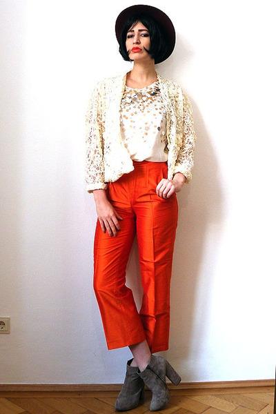 Camel-suede-asos-boots-ruby-red-felt-vintage-hat-ivory-sequin-vintage-top_400