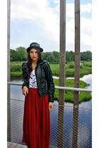 red linde skirt - black H&M hat - black zar jacket - black H&M sunglasses