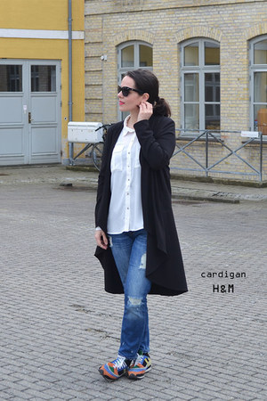 white H&M shirt - navy Zara jeans - black H&M cardigan - orange Zara sneakers