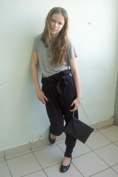 Incity t-shirt - Zara pants - Incity wallet - Chester shoes