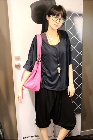 pink leather bag - navy t-shirt - black pants