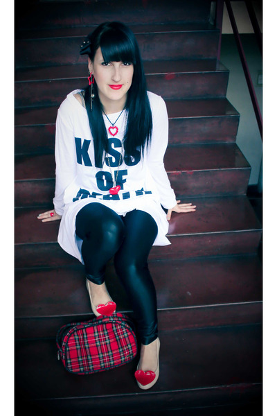 black Ah accessories - white Ebay t-shirt - black NGX leggings - beige Ebay shoe