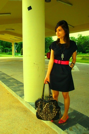 pink belt - pink shoes - black Bugis Village dress - black Chinatown bag