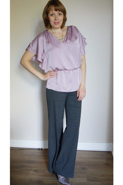 dark brown bag - beige necklace - heather gray pants